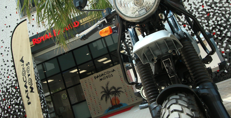 Detalle de la entrada, photocall y banderola de Patacona Motos