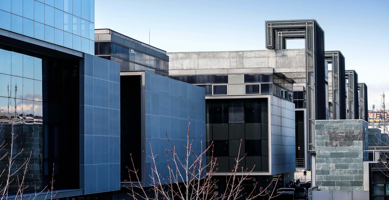 Esterior de las oficinas de Medis Grupo - Edificios del complejo empresarial Tribeca 44