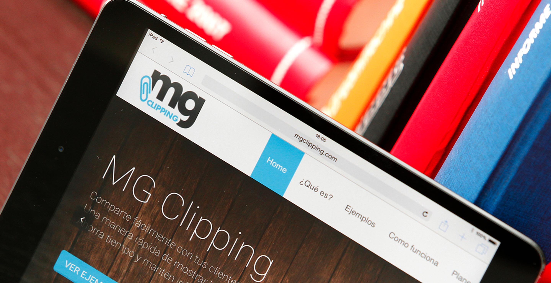 Detalle de tablet con la página de MG Clipping