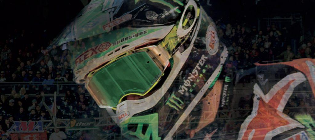 Imagen de acción de competición donde se muestra un modelo de gafas Airbrake de Oakley, marca distribuida por Bihr
