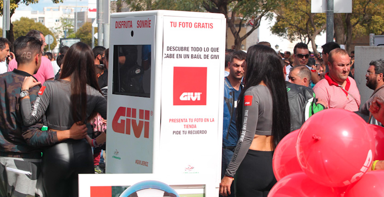 Fotomatón GIVI para accón de marketing de guerrilla durante la celebración del Gran Premio de Motociclismo de Jerez 2014