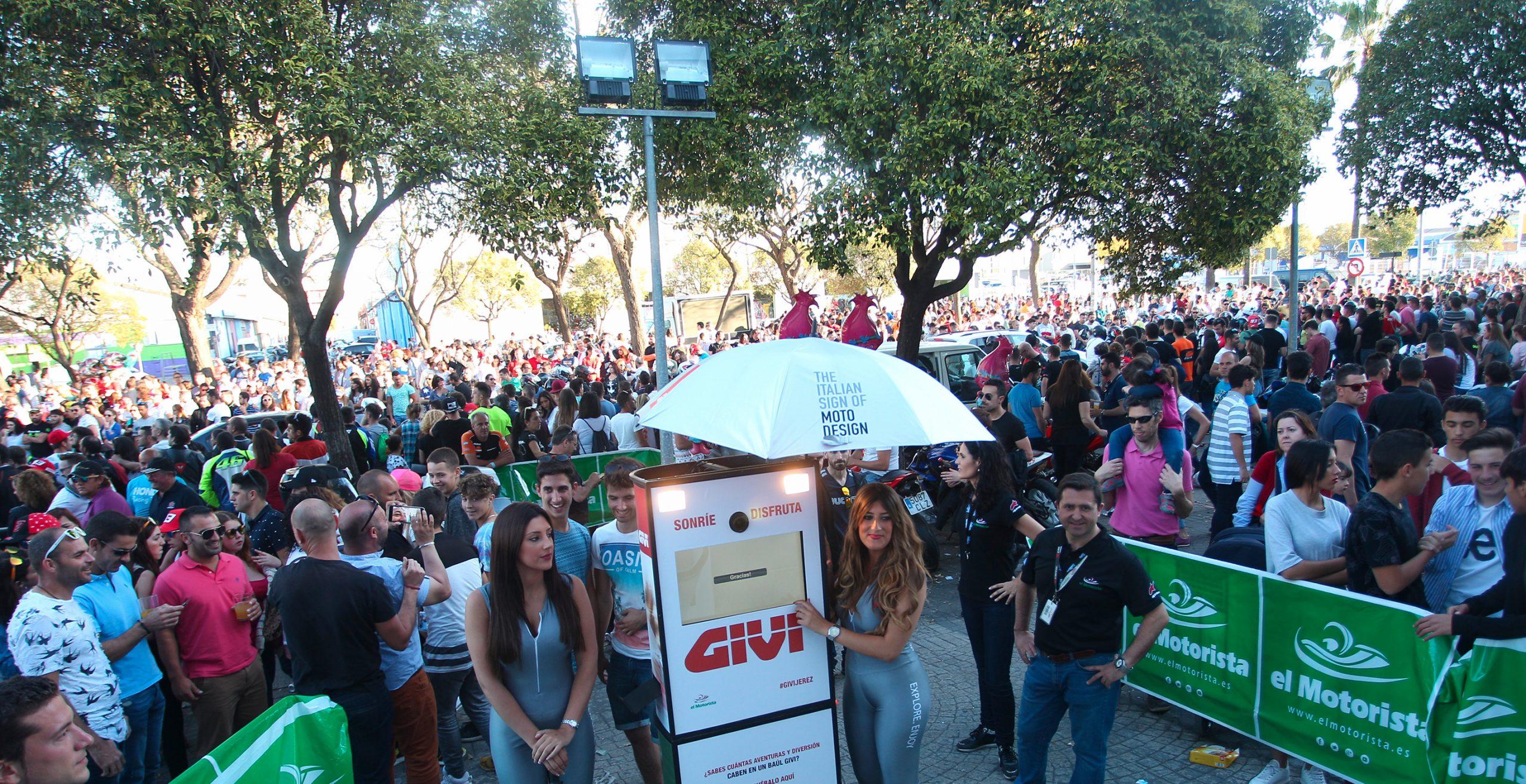 Fotomatón GIVI para accón de marketing de guerrilla durante la celebración del Gran Premio de Motociclismo de Jerez 2015