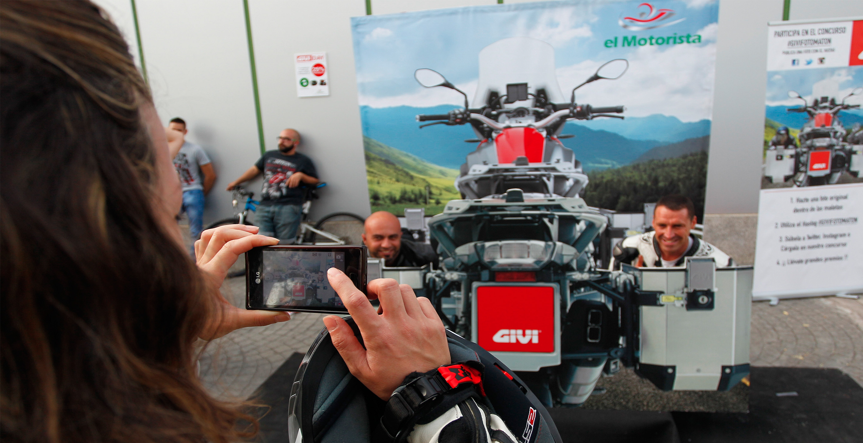 Corpóreo maletas GIVI para accón de marketing de guerrilla durante la celebración del Gran Premio de Motociclismo de Jerez 2014